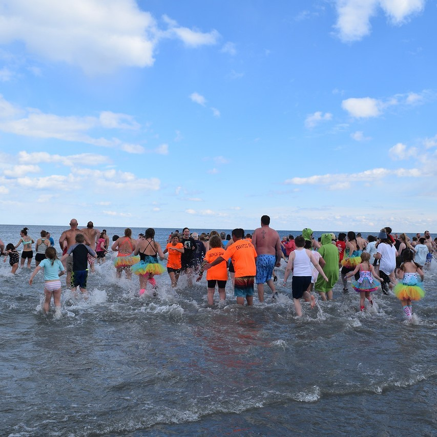Multiple people plunging into the ocean